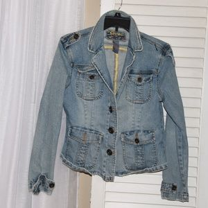 Fitted Jean Jacket with pockets
